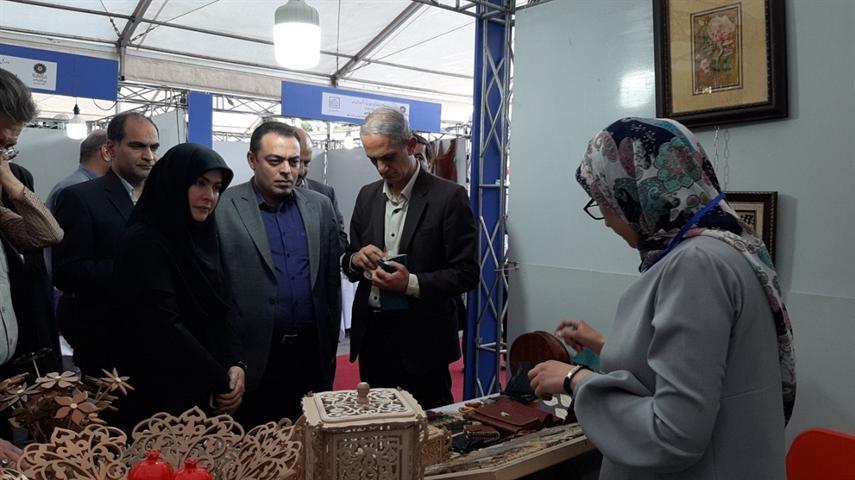 بازدید معاون صنایع دستی از جشنواره و نمایشگاه منطقه ای صنایع دستی استان تهران