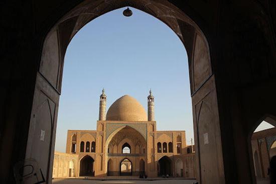 آیین و رسوم کاشانی ها در ماه رمضان؛ از مراسم هوم بابایی تا هدایای عروسان